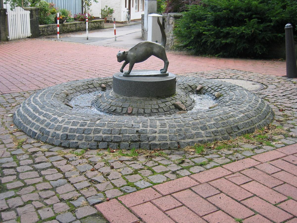 Dankmal-Katzenbrunnen-1